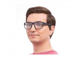 Tommy Hilfiger 1747 IPQ на мужском лице