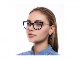 Vogue 5239 W44 на женском лице