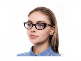 Vogue 5240B W44 на женском лице